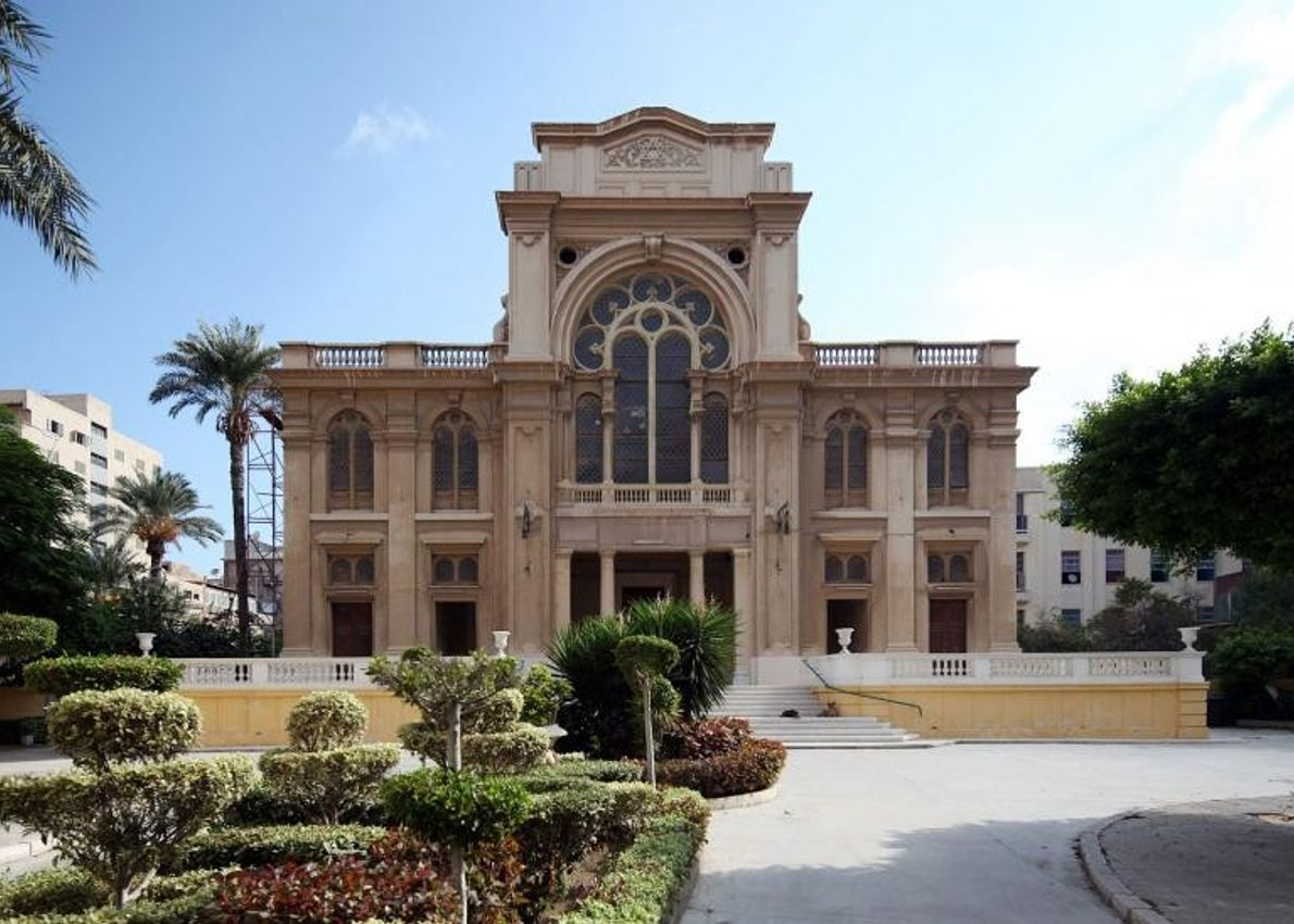 Bâtie à l'origine en 1354, puis bombardée par les Français en 1798 et reconstruite en 1850, ...