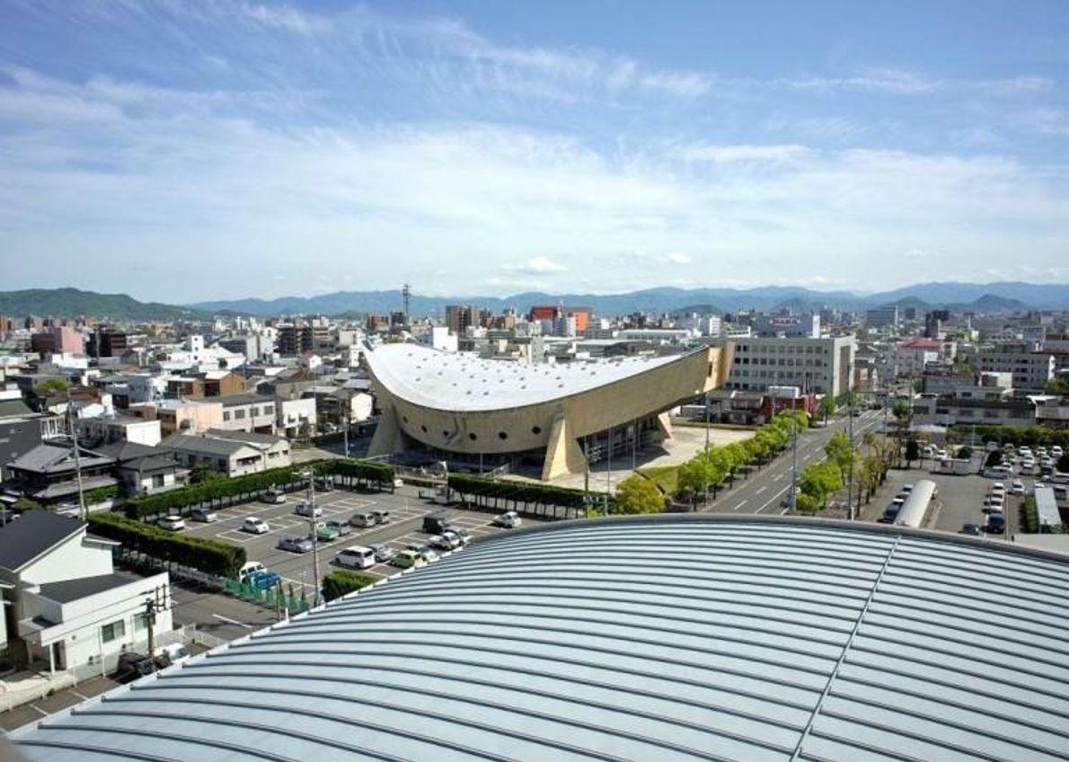Construit en 1964 par l'architecte Kenzo Tange, le gymnase de la préfecture de Kagawa situé à ...