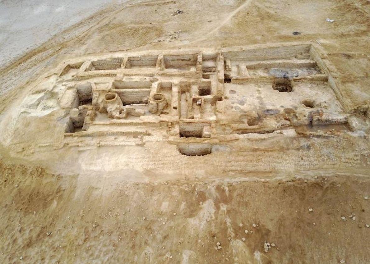 Au sud de Lima, au Pérou, de nombreux édifices et temples en adobe, monticules funéraires et ...
