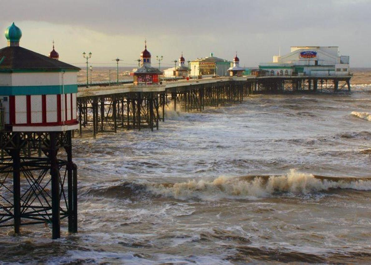 Situé sur le littoral anglais bordant la mer d'Irlande, Blackpool est considérée comme la première station ...