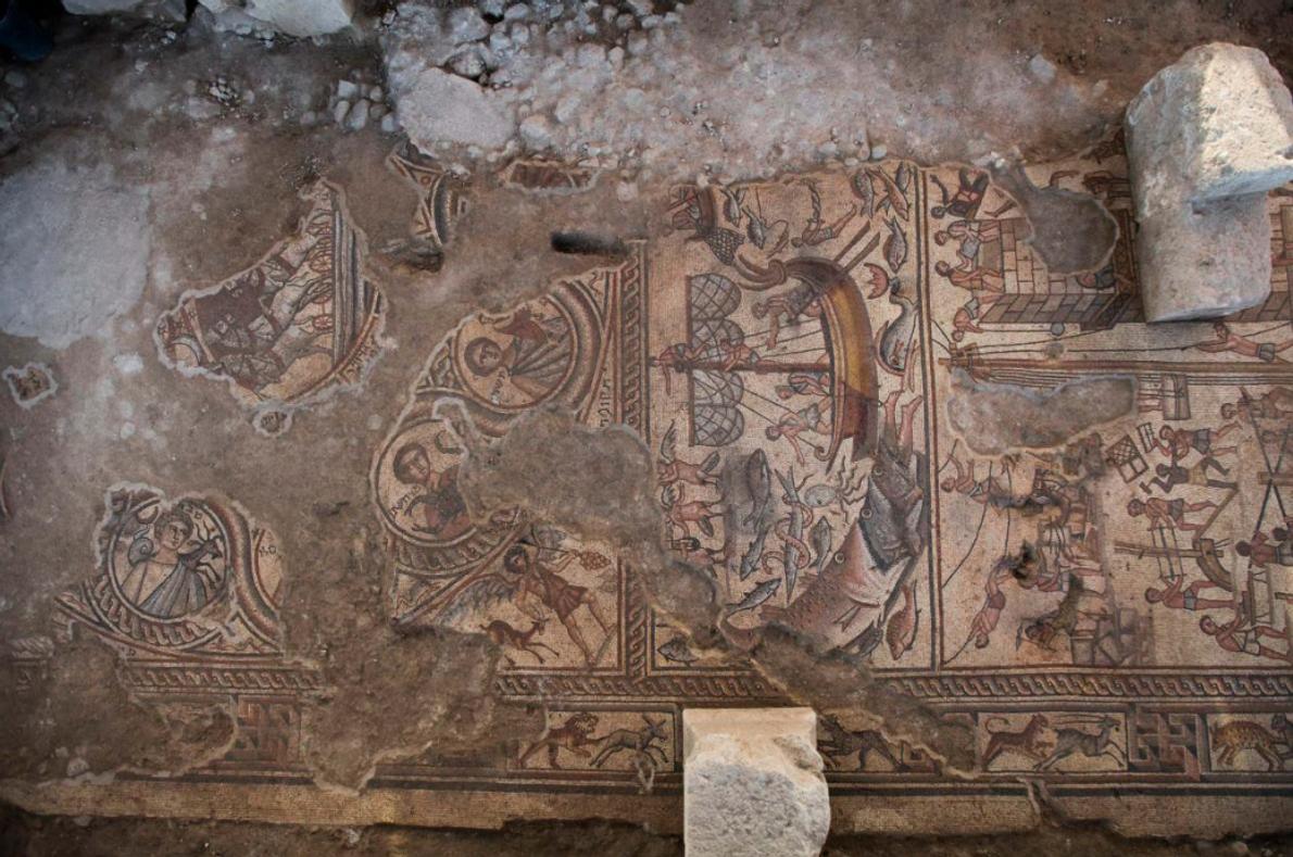 De gauche à droite sur ce détail de la mosaïque d'une synagogue de 1 600 ans ...