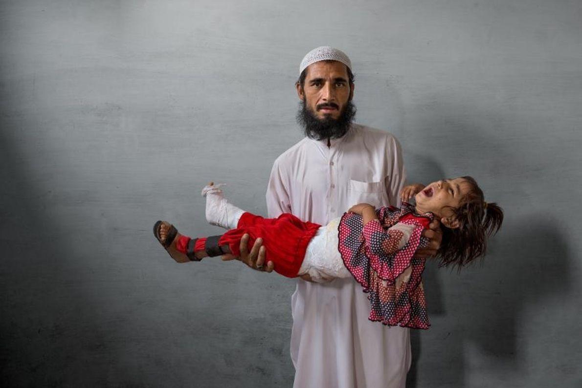 Ghulam Ishaq, un commerçant de Karachi, n'avait pas confiance au vaccin contre la polio. Il se ...