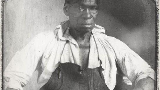 Originaire de Petersburg, en Virginie, Isaac Granger Jefferson, ici photographié vers 1845, travaillait comme étameur et forgeron à Monticello ...