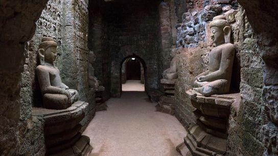 Sur le site archéologique de Mrauk U, ce temple de pierre colossal abrite 90 000 images ...