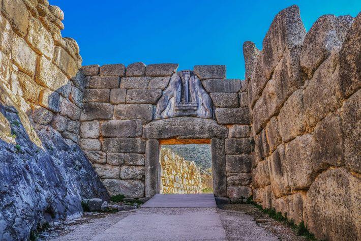 LA PORTE DES LIONNES - Il s'agit de l'entrée monumentale de la citadelle de Mycènes. Sur ...