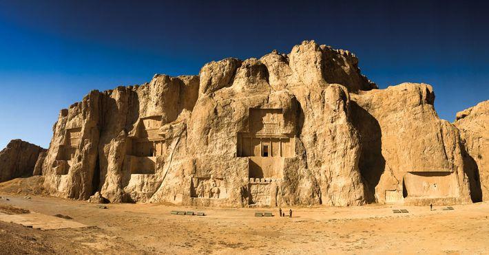 Située près de Persépolis, la nécropole de Naqsh-e Rostam abrite les tombes de quatre dirigeants de ...