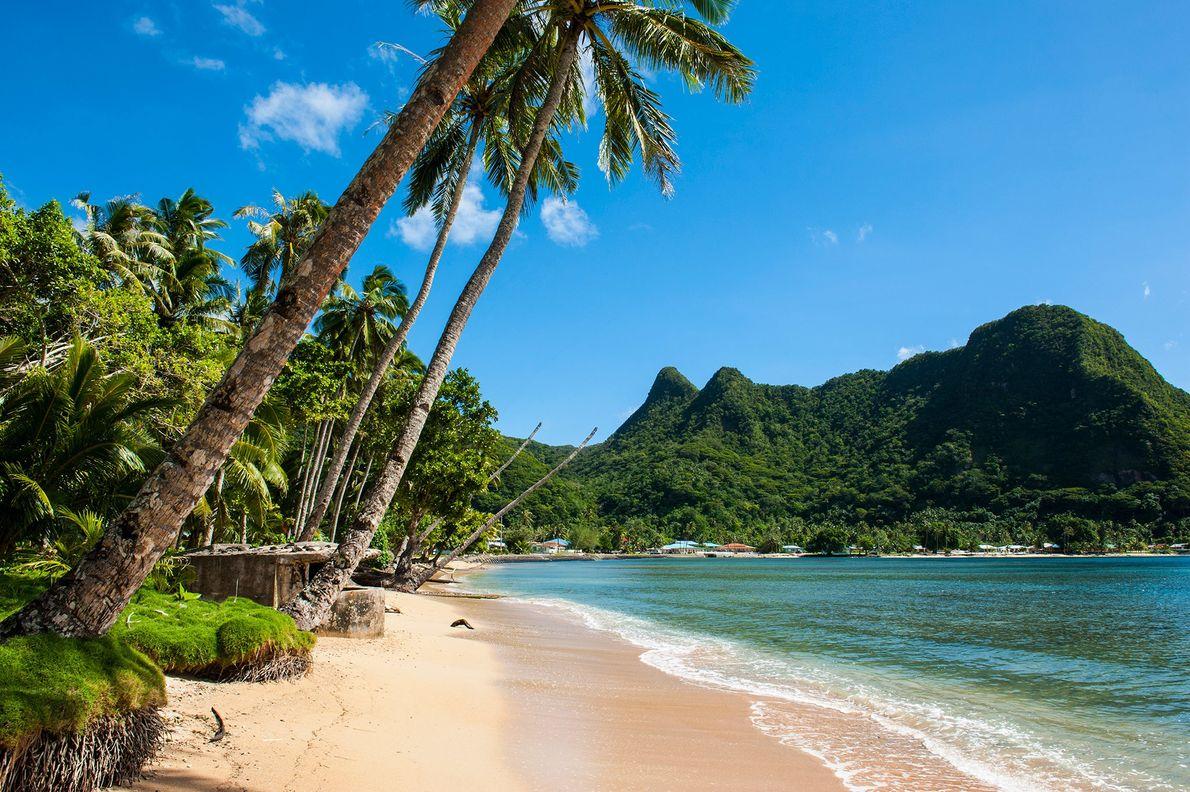 À mi-chemin entre Hawaï et la Nouvelle-Zélande, le parc national des Samoa américaines - qui s'étend sur trois ...