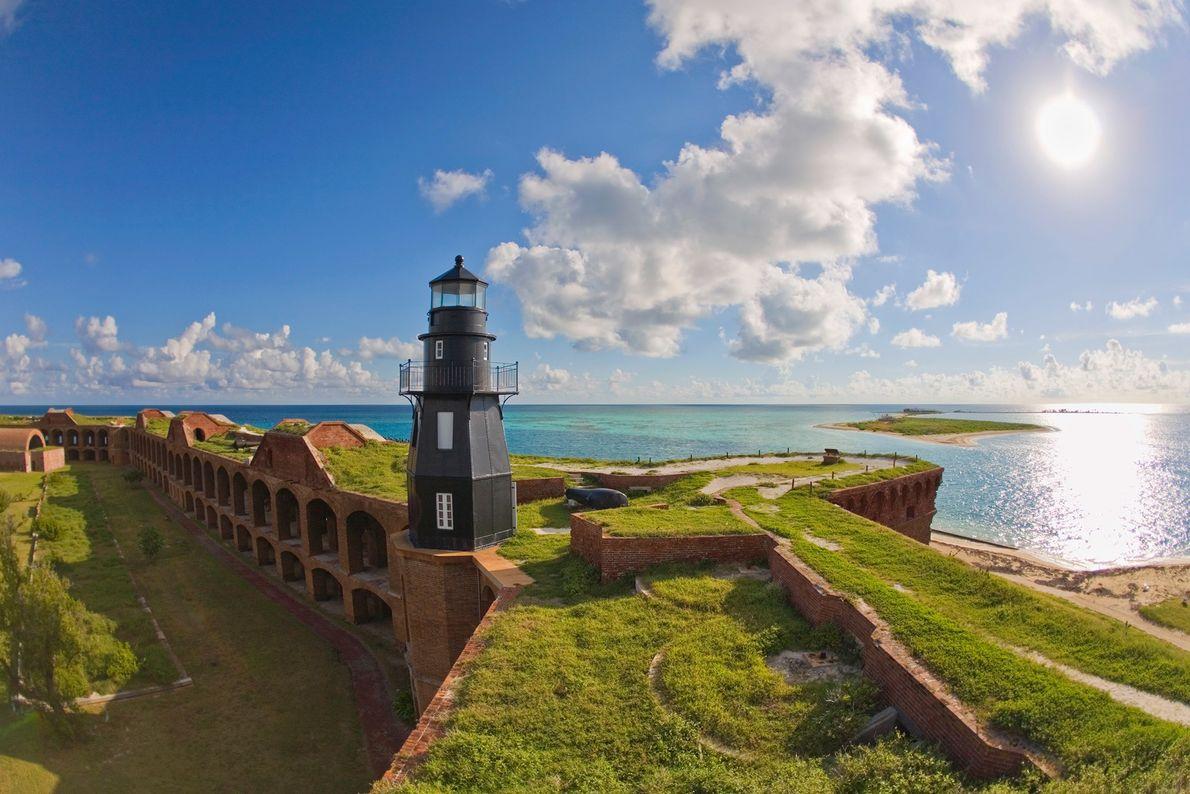 À environ 110 kilomètres à l'ouest de Key West dans le golfe des pêcheurs, le parc national ...