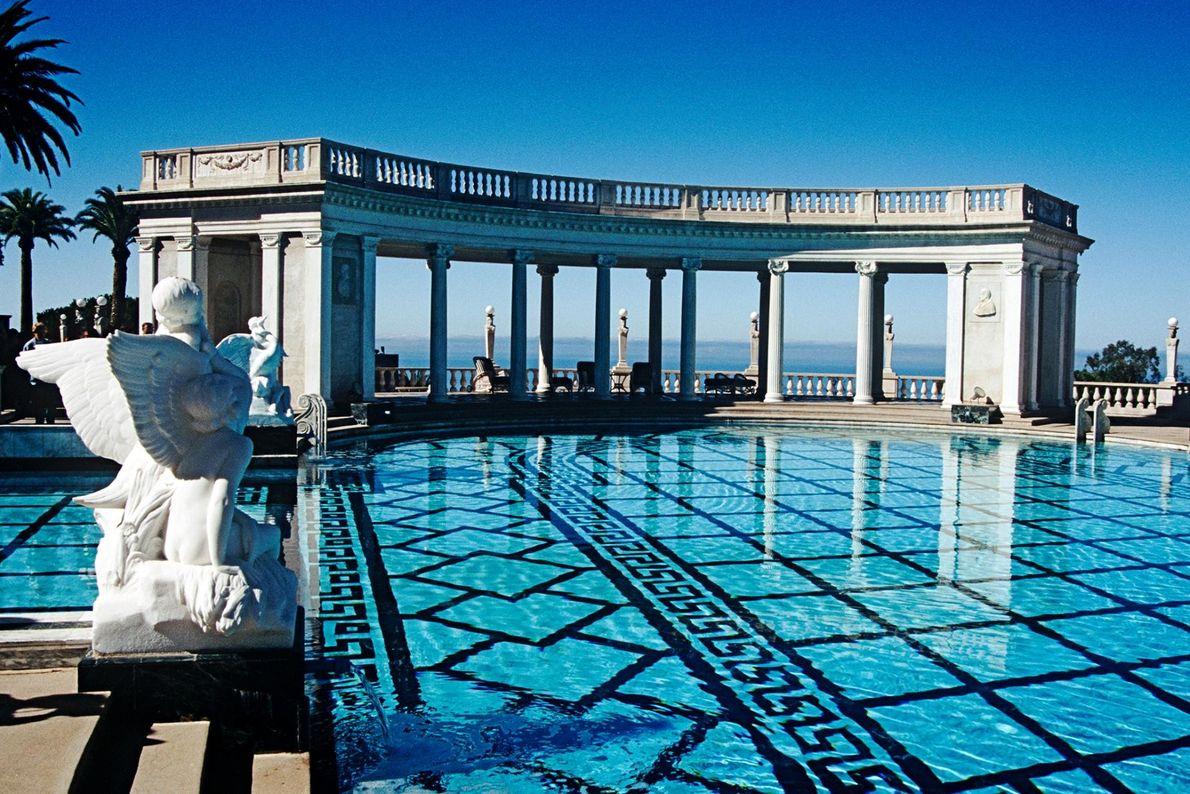 SAN SIMEON, CALIFORNIE - Les piscines de Hearst Castle sont le fruit de la collaboration entre ...