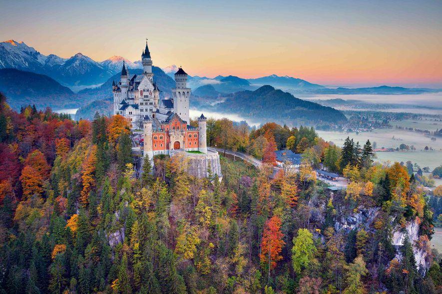 Bien avant d'inspirer le château de la Belle au Bois dormant, le château de Neuschwanstein a ...