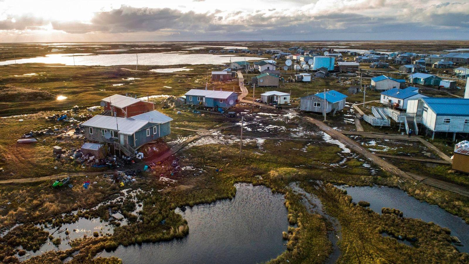 Le village yupik de Newtok, en Alaska, est bordé par les fleuves Ninglik et Newtok. Comme ...