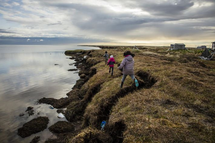 L'érosion a déjà grignoté les terres de Newtok sur plus d'un kilomètre et le dégel du ...