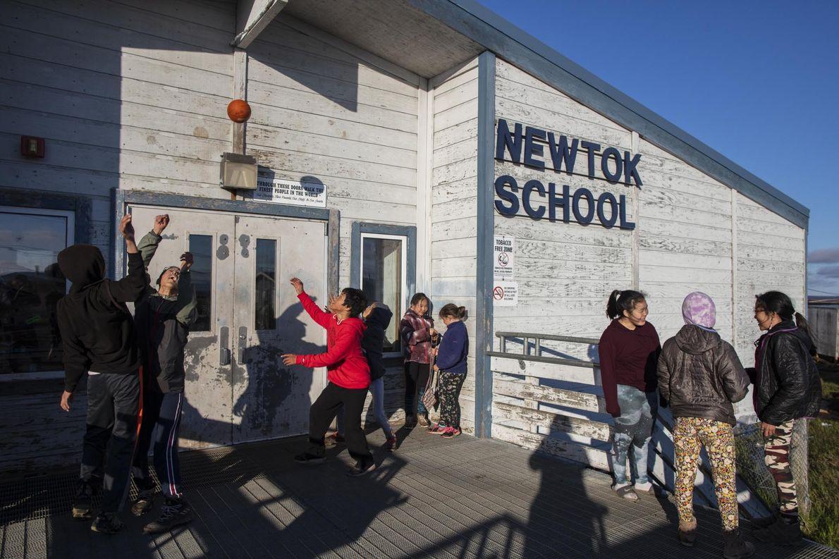 L'école de Newtok sera peu à peu abandonnée à mesure que les enfants rejoindront leur nouvel ...