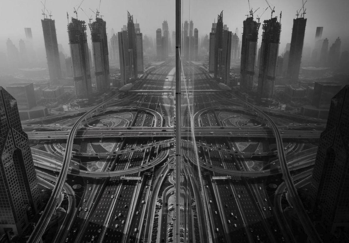 CATÉGORIE PHOTOGRAPHIE URBAINE - Tôt le matin, j'ai voulu photographier l'épais brouillard si singulier que l'on ...