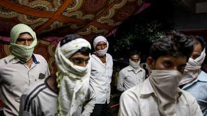 Reportage dans l'Inde rurale dépassée par la deuxième vague de COVID-19