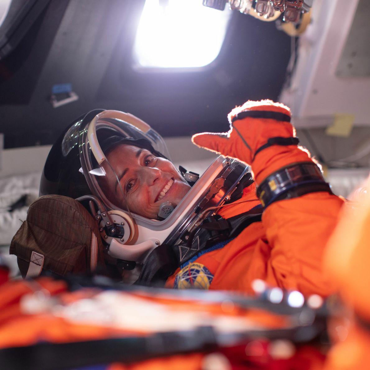 Nicole Mann - promotion d'astronautes 2013.