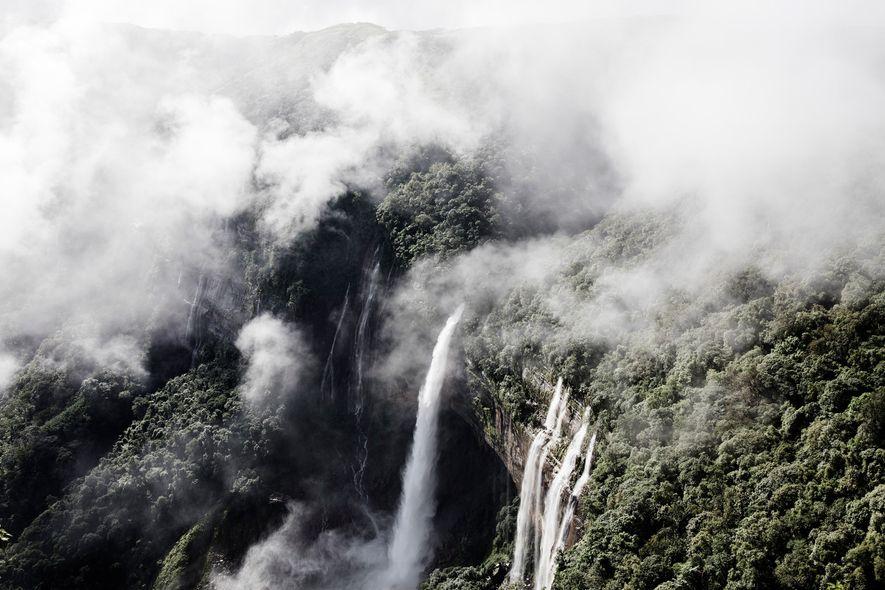 Des cascades se jettent depuis les falaises abruptes du Meghalaya. Il s'agit d'une des régions les plus humides au monde.