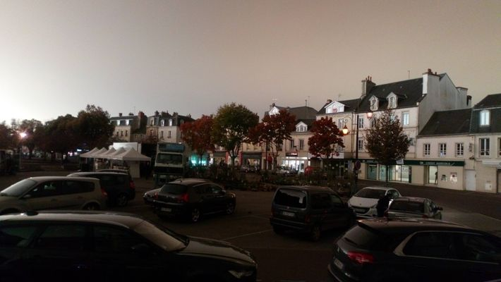 Cette photo amateur a été prise à 14h à Carentan (Normandie), le 16 octobre 2017.