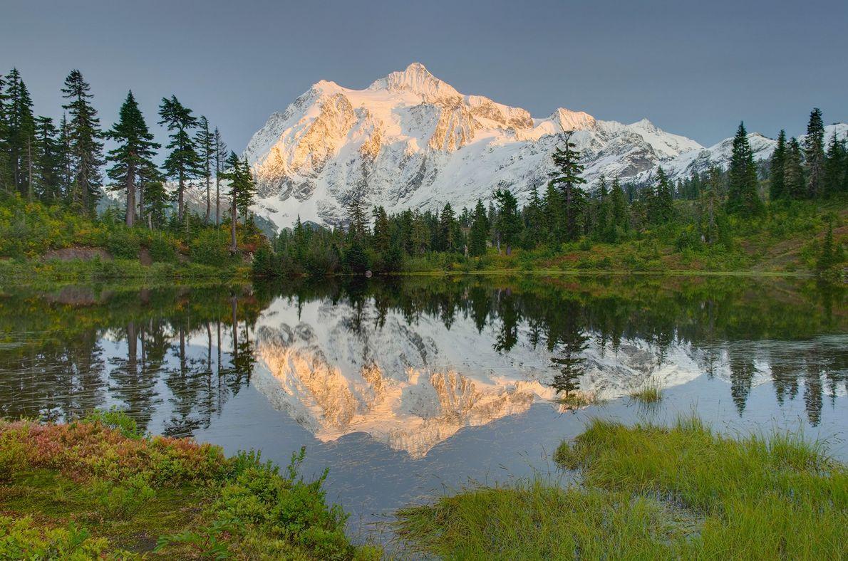 À moins de trois heures en voiture de Seattle ou de Vancouver, le parc national des North ...