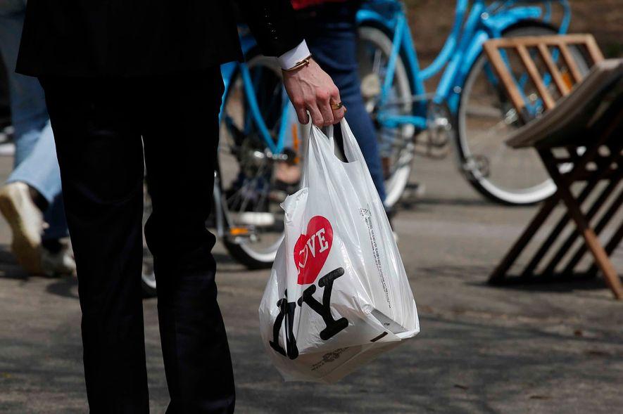 L'État de New York veut interdire les sacs plastique
