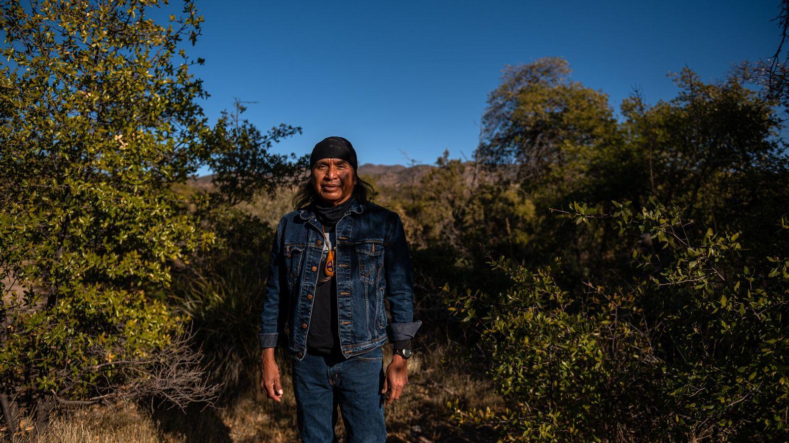 Pendant plus d'un an, Wendsler Nosie Sr., ancien président de la réserve apache de San Carlos et leader spirituel, ...