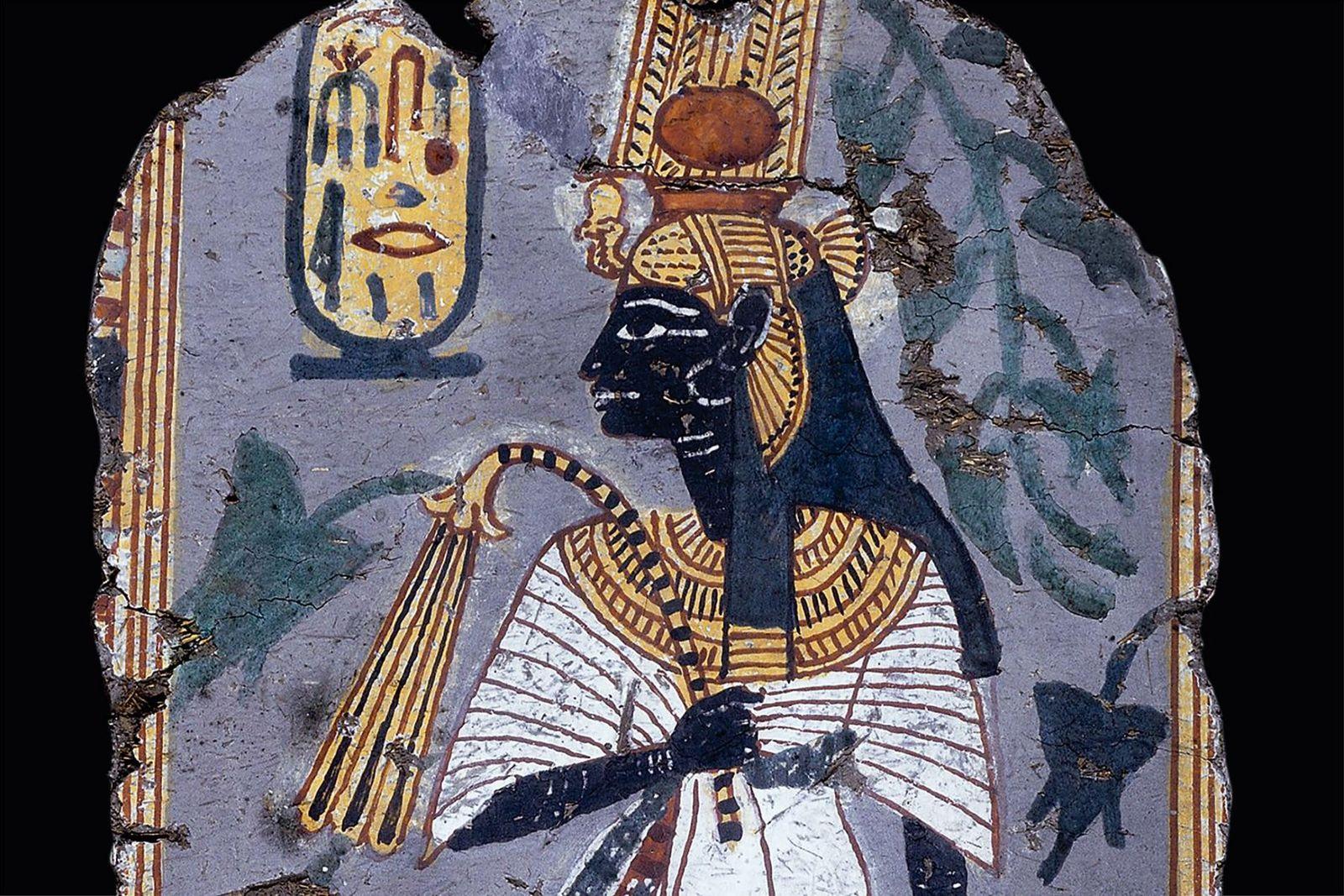 Adorée plusieurs siècles après sa mort, Ahmès-Néfertary est représentée sur cette stèle datant de la 20e ...