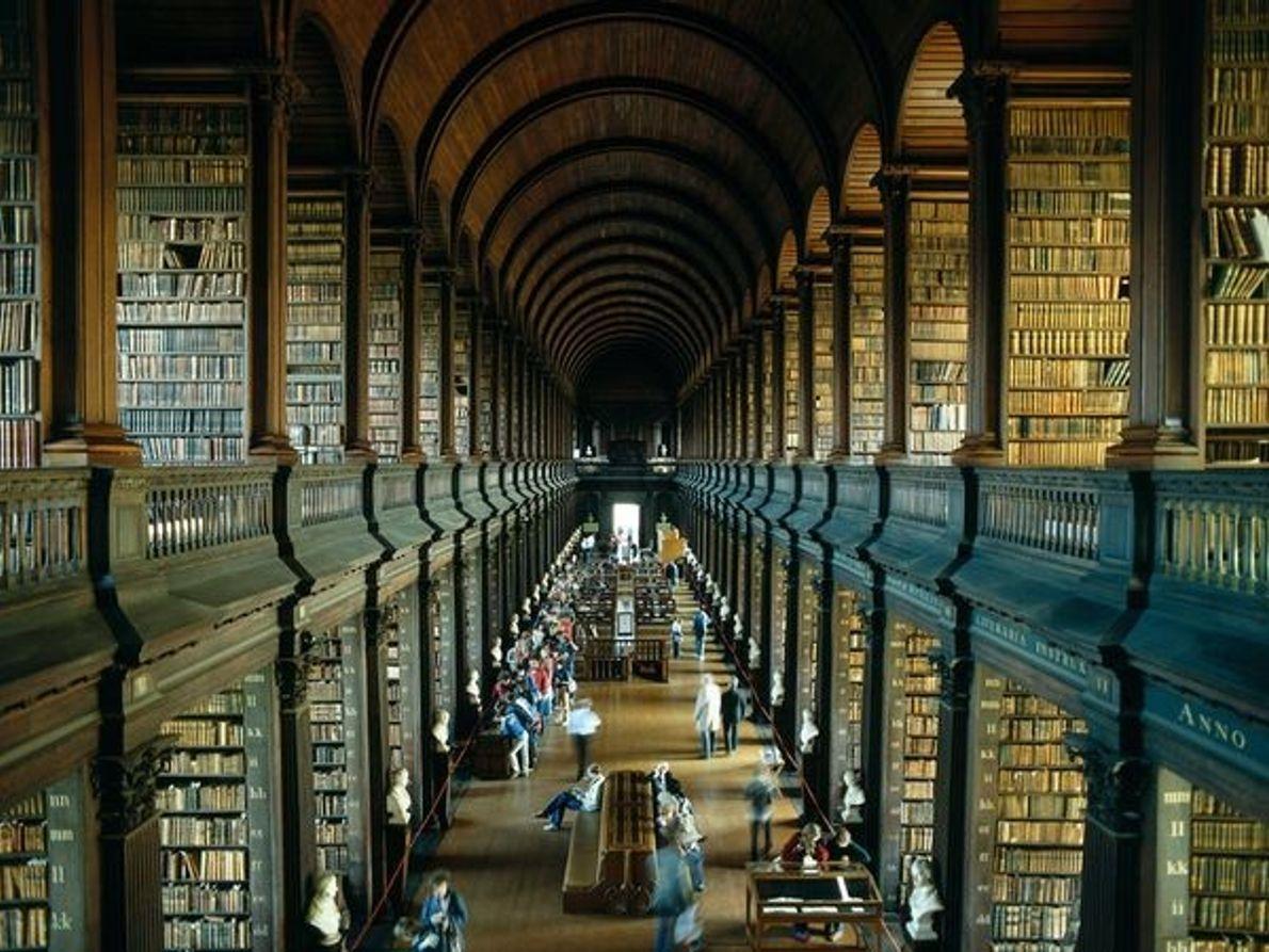 L'ancienne bibliothèque de Trinity College à Dublin