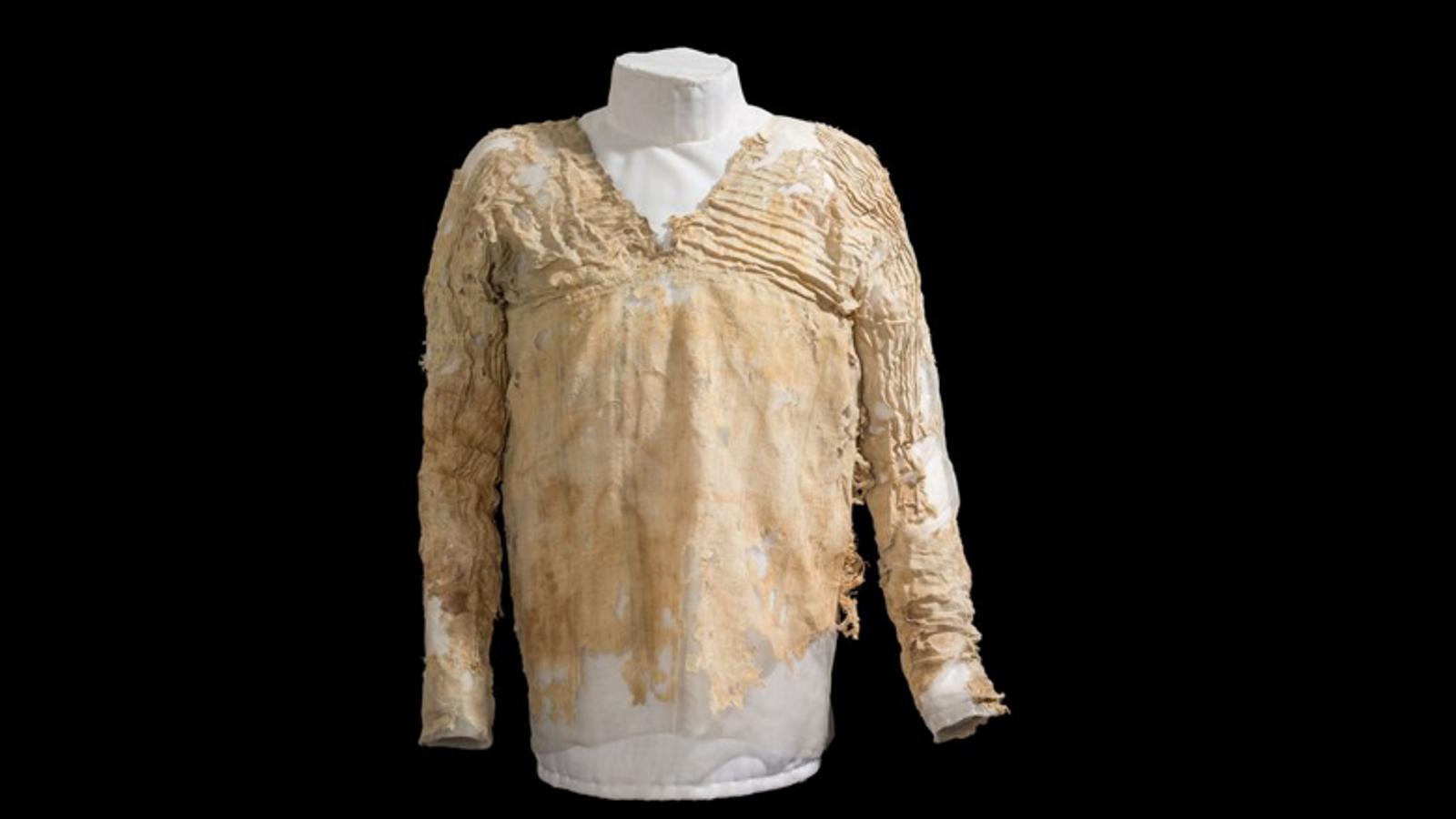 Le plus vieux vêtement tissé du monde, connu sous le nom de robe Tarkhan, tombait probablement ...
