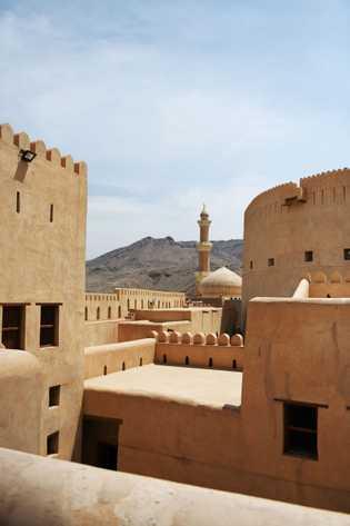 La citadelle de Nizwa, bâtie au XVIIe siècle abrite à la fois un palais et un ...