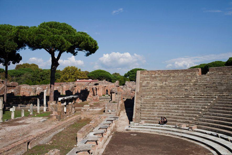 Construit aux environs du second siècle avant notre ère, le remarquablement conservé Teatro romano di Ostia ...