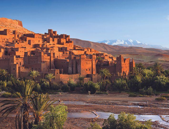 À quatre heures de route au sud-est de Marrakech, la ville-oasis de Ouarzazate, aux portes du ...