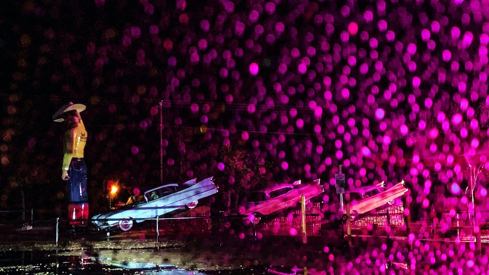 Dresséestelsdestotems surl'airede camping-cars de Cadillac Ranch, àAmarillo (Texas), ces voitures symbolisent un siècledecultedel'automobile. Mais, avec plus ...
