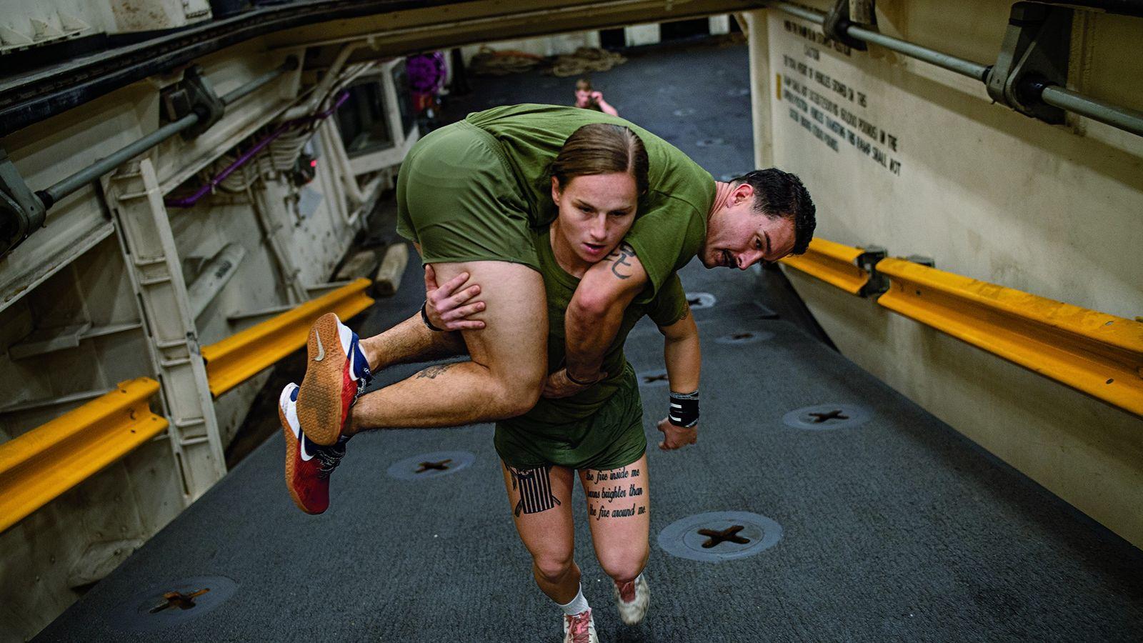 Les soldats du corps des marines des États-Unis (USMC) doivent pouvoir se porter les uns les ...