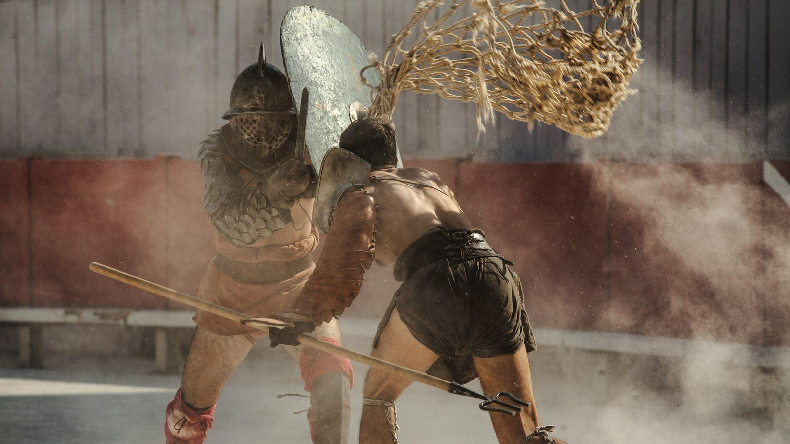 Reconstitution d'un combat de gladiateurs aux arènes romaines d'Arles, vieilles de 1900 ans. Ces combats ont ...