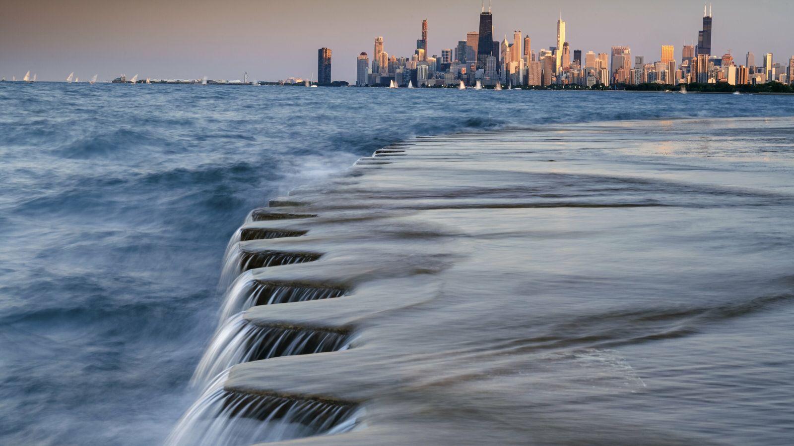 Lac Michigan. Une passerelle inondée, à Montrose Beach, près du centre-ville de Chicago. Lors du premier ...