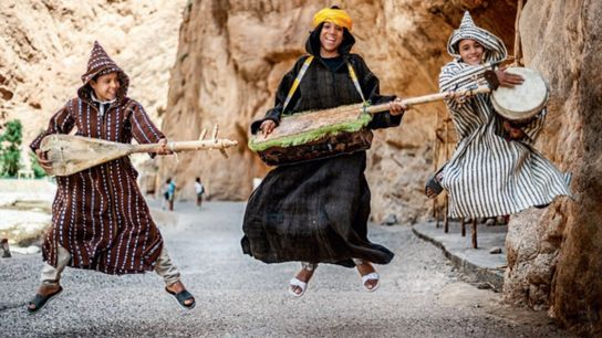 Leur amour de la musique exalte ces jeunes garçons de la province de Tinghir. Les deux ...