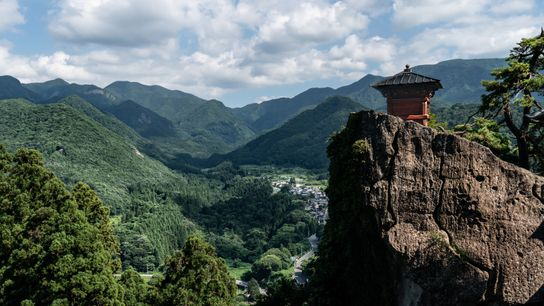 Vue spectaculaire à Yamadera, du temple Risshaku-ji sur le mont Hoshu, où s'était rendu le poète Matsuo Bashô. ...