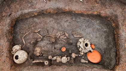 Découverte d'une sépulture d'enfant antique sous l'aéroport de Clermont-Ferrand