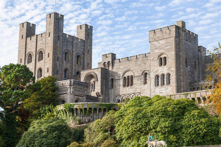 Le château de Penrhyn a été construit au 19e siècle pour un riche propriétaire minier, qui ...
