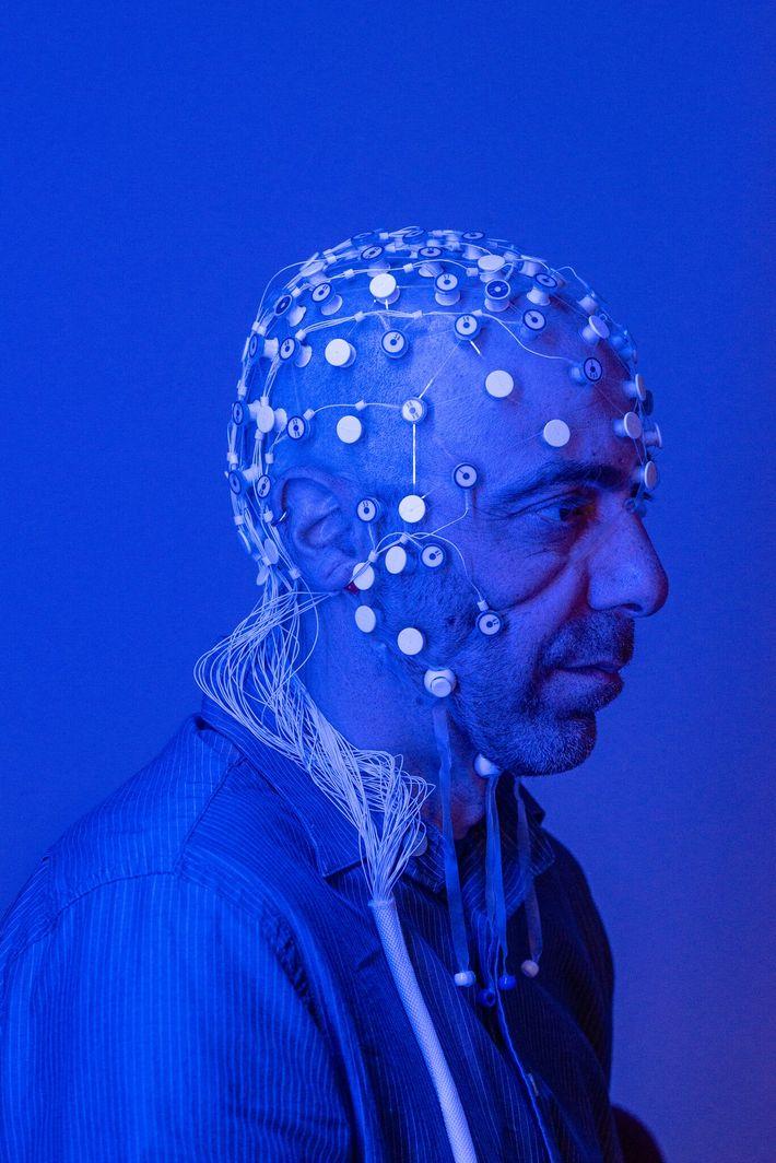 Vitaly Napadow, neuroscientifique à la Harvard Medical School et au Massachusetts General Hospital, étudie comment le ...