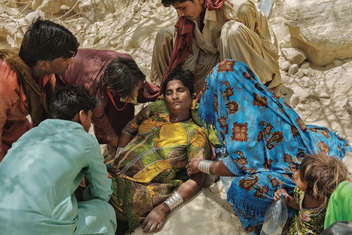 BALOUTCHISTAN, PAKISTAN. Les fidèles qui réalisent le difficile Hinglaj, un pèlerinage hindou, dans le désert de l'ouest ...