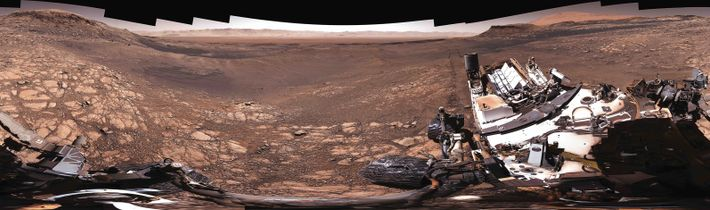 L'équipe de Curiosity a réalisé ce panorama en haute définition depuis le flanc du mont Sharp ...