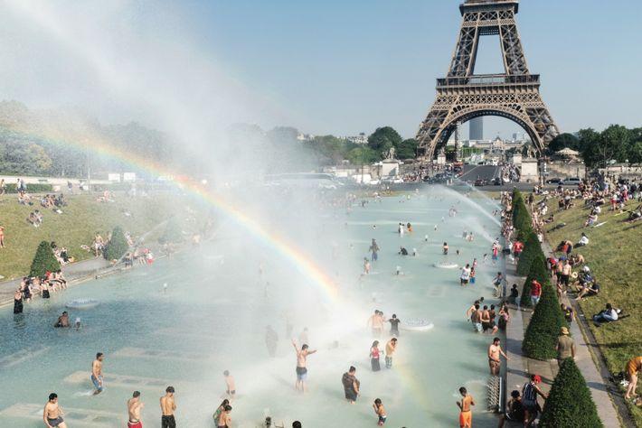 PARIS, FRANCE. La fontaine du Trocadéro, lors de la canicule de 2019. Les réformes entreprises après ...