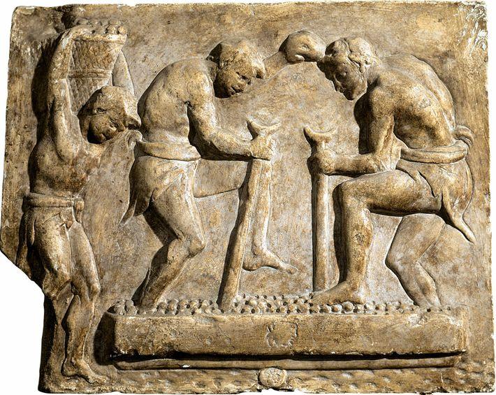 Pose de pavés sur une voie, relief datant du 1er siècle apr. J.-C. Musée de la civilisation romaine, ...