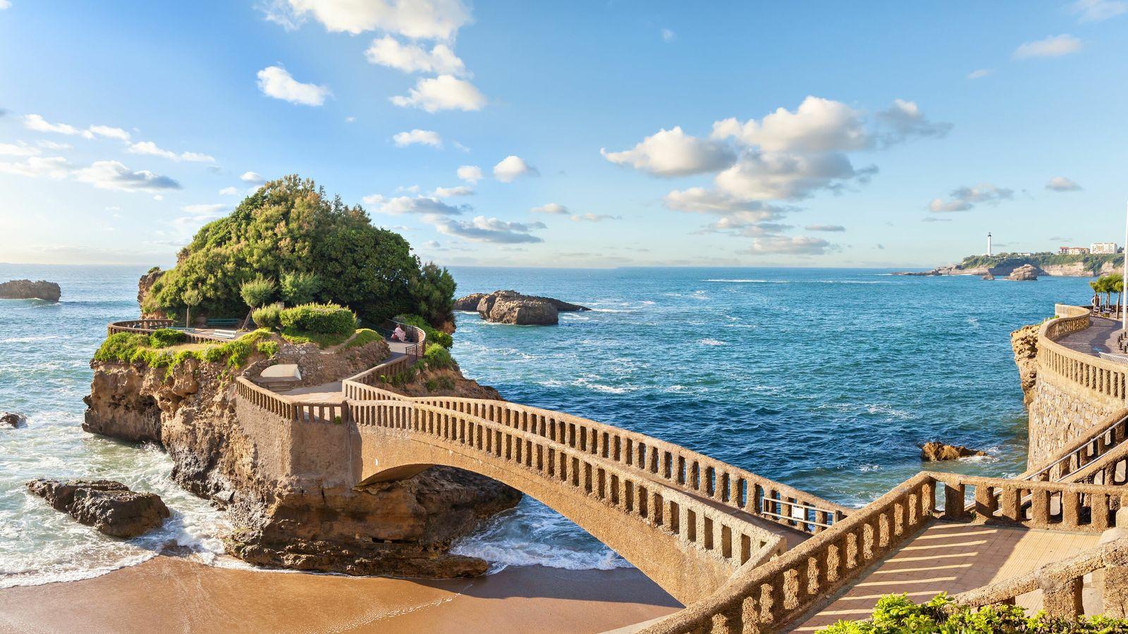 Pont menant au Rocher du Basta, à Biarritz.