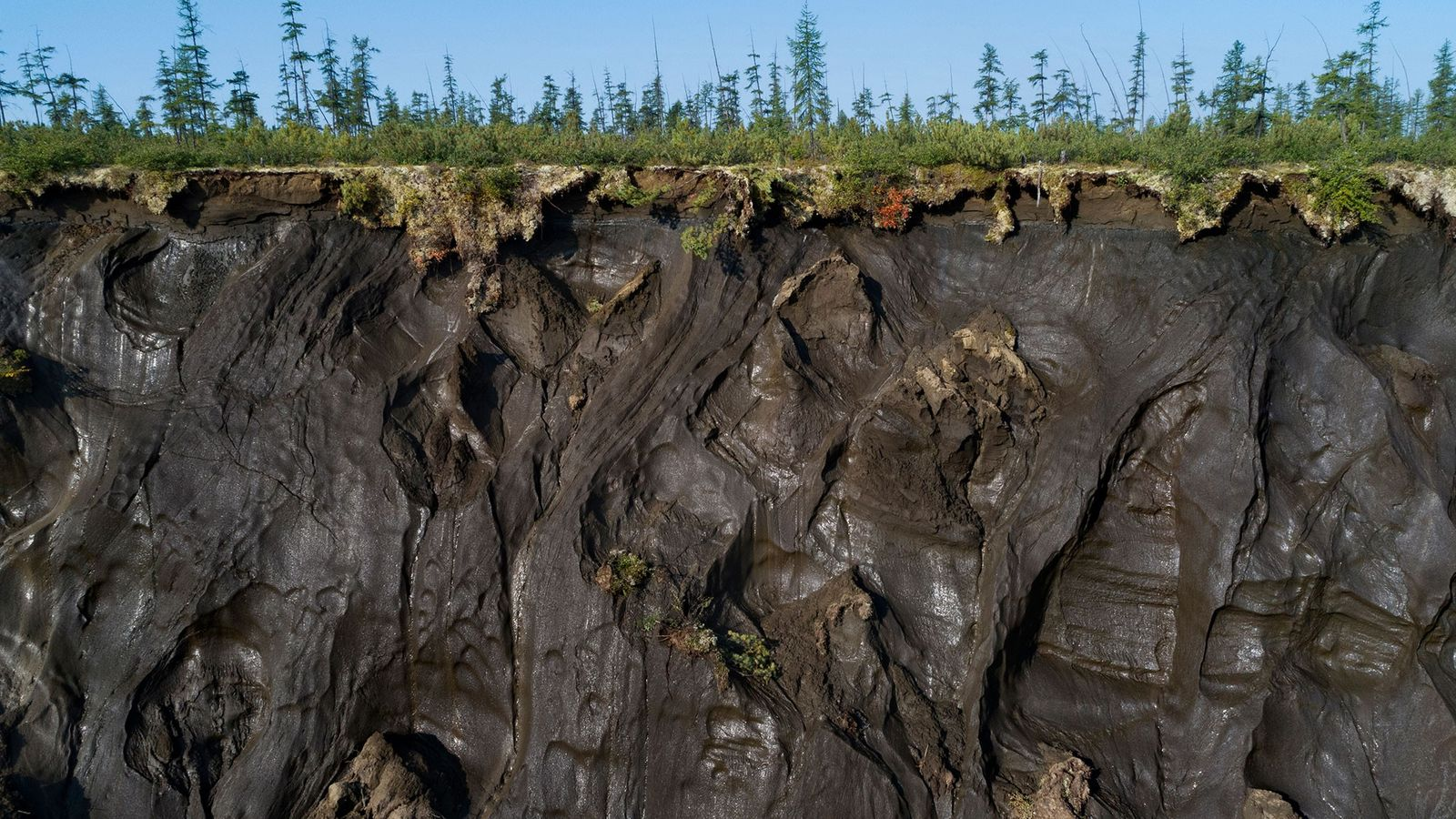 À l'est de la Sibérie, le cratère de Batagaika causé par le dégel du pergélisol s'étale ...