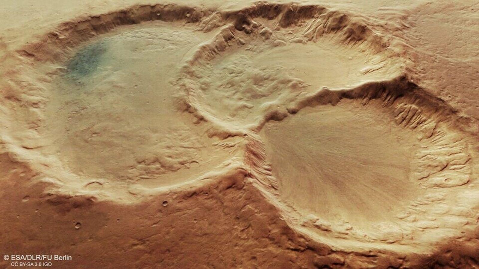 Ce triplet de cratères, situé dans l'hémisphère sud de Mars, aurait été formé il y a ...