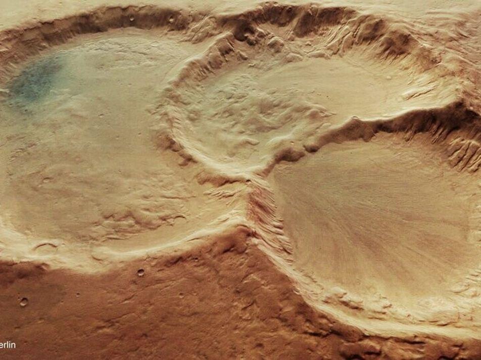Comment ce triplet de cratères s'est-il formé sur Mars ?
