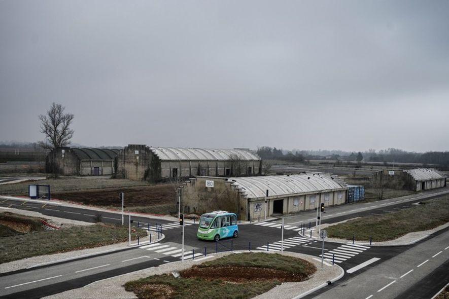 Les 80 ha d'une ancienne base militaire située près de Saint-Maurice-de-Rémens (Ain) abritent désormais Transpolis, un ...