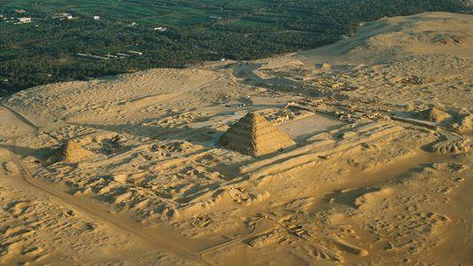 Découverte de 59 sarcophages parfaitement conservés dans la nécropole de Saqqarah